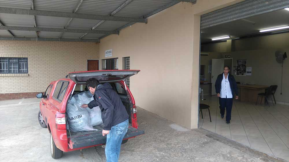 Volunteer assists with delivery to Sinethemba in Malmesbury 13 Nov